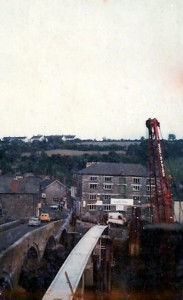 Building Cardigan Footbridge, 1975 (Glen Johnson Collection)