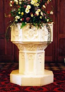 Tudor font in September 2009 (c) Cath Lloyd