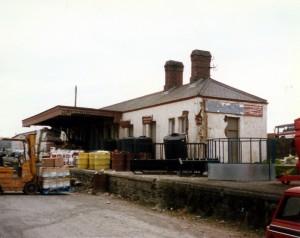 Former passenger building in 1985 (c) Adam W J Greenland