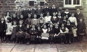 School class circa 1900 (Glen Johnson Collection)